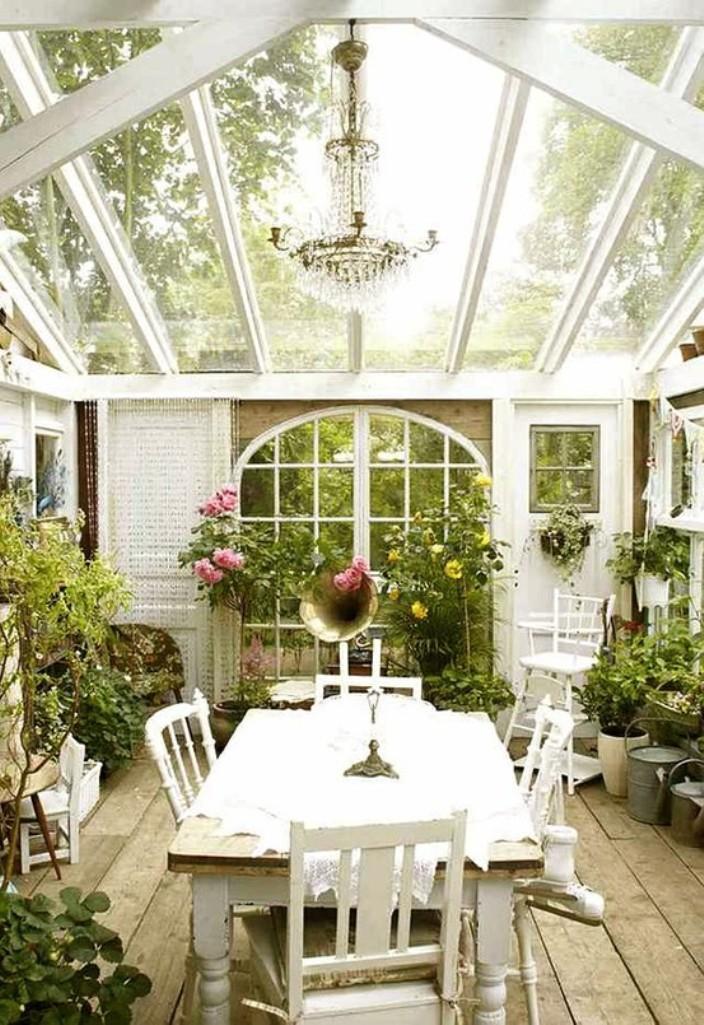 Amazing Sunroom With Lush Garden
