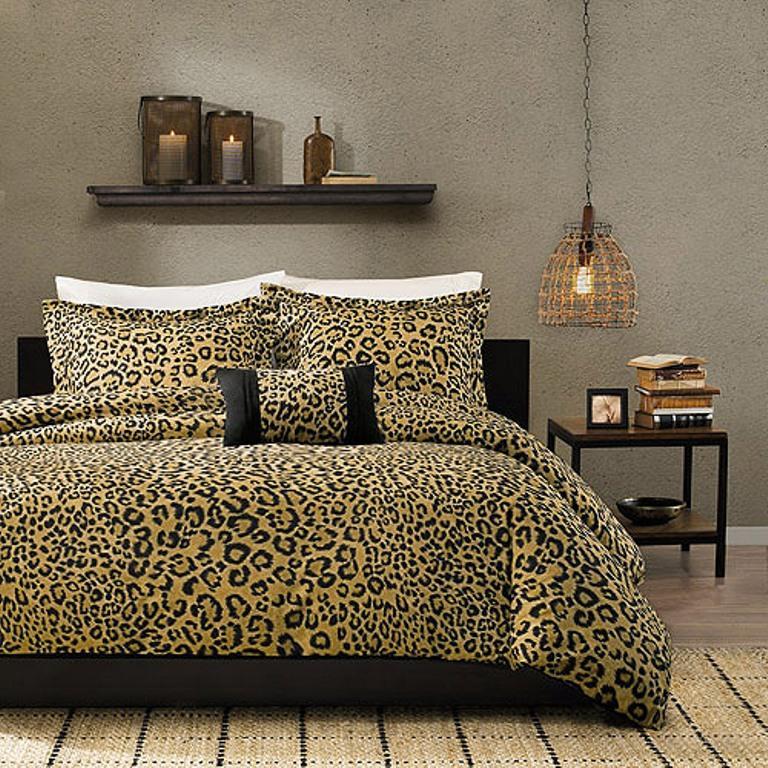 10 Amazing Bedrooms With Cheetah Bedding Print
