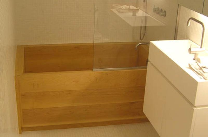 Deep Sealed Hard Maple Wooden Bathtub