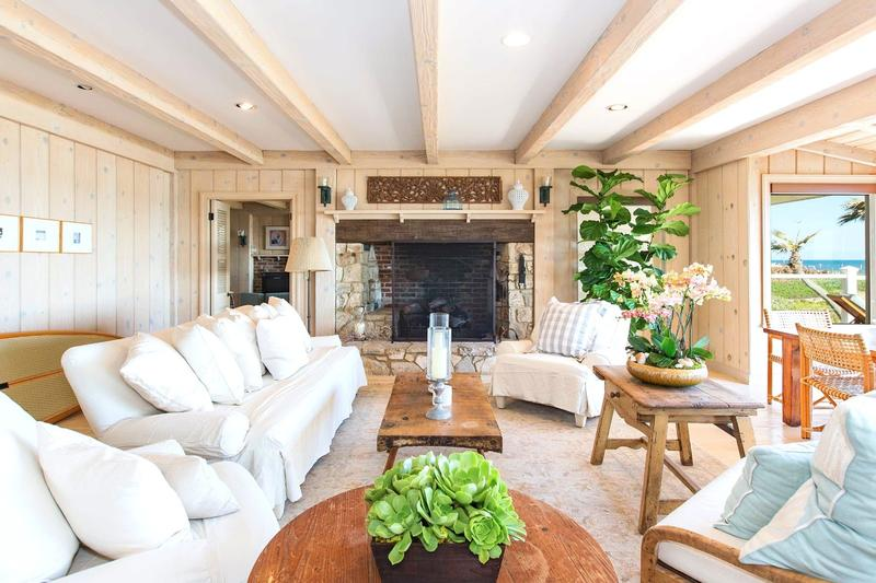 20 living room designs with exposed roof beams rilane for Natural living room design ideas
