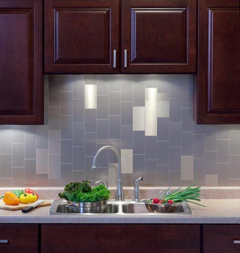 Smart kitchen designs with peel and stick kitchen for Self stick backsplash