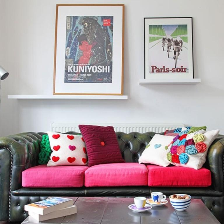 Sleek Living Room With Modern Artwork Pieces