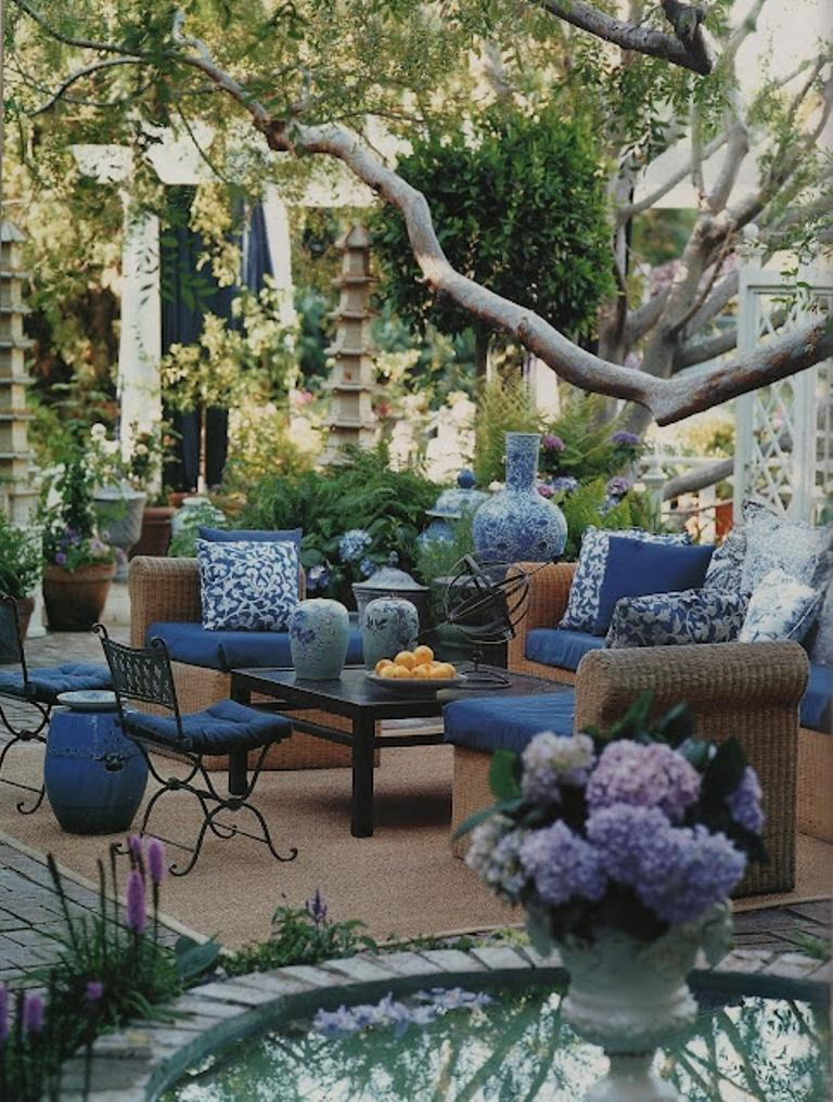 Adorable Blue Romantic Patio Design