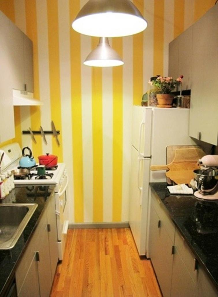 15 Captivating Kitchen Designs with Striped Walls - Rilane