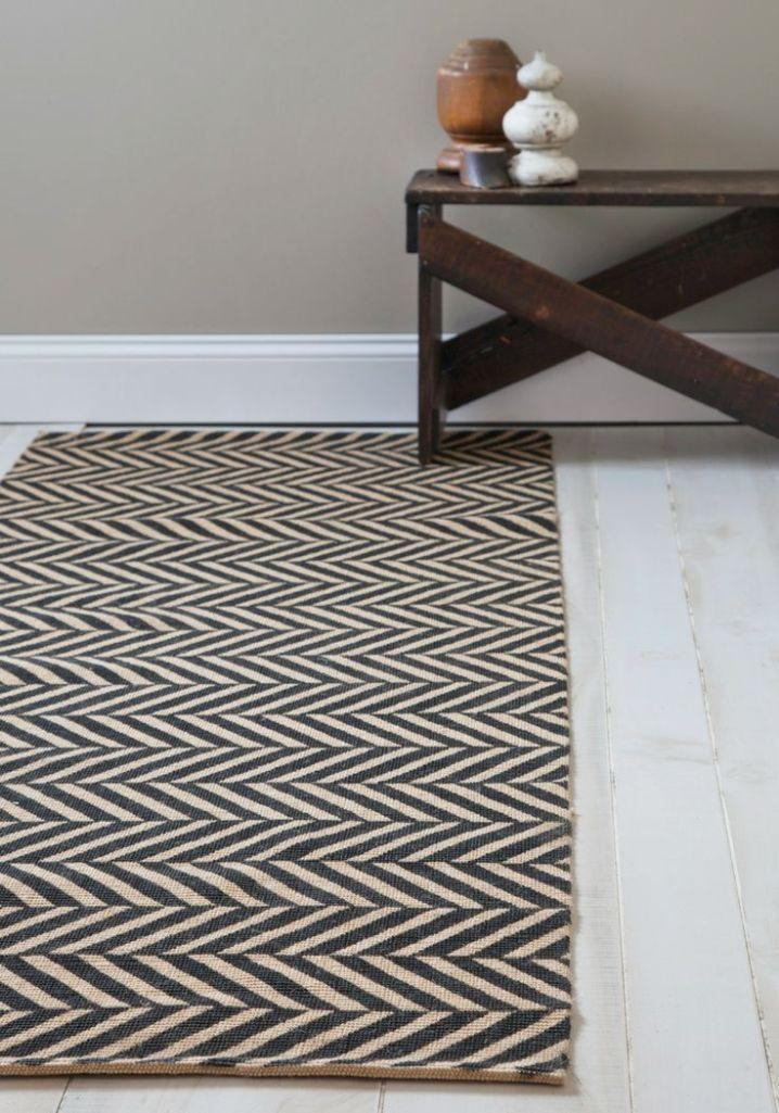 12 modern hallway runner rug designs rilane for Contemporary runner rugs for hallway