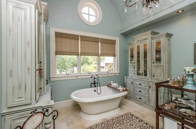 Gentil Formal French Country Bathroom