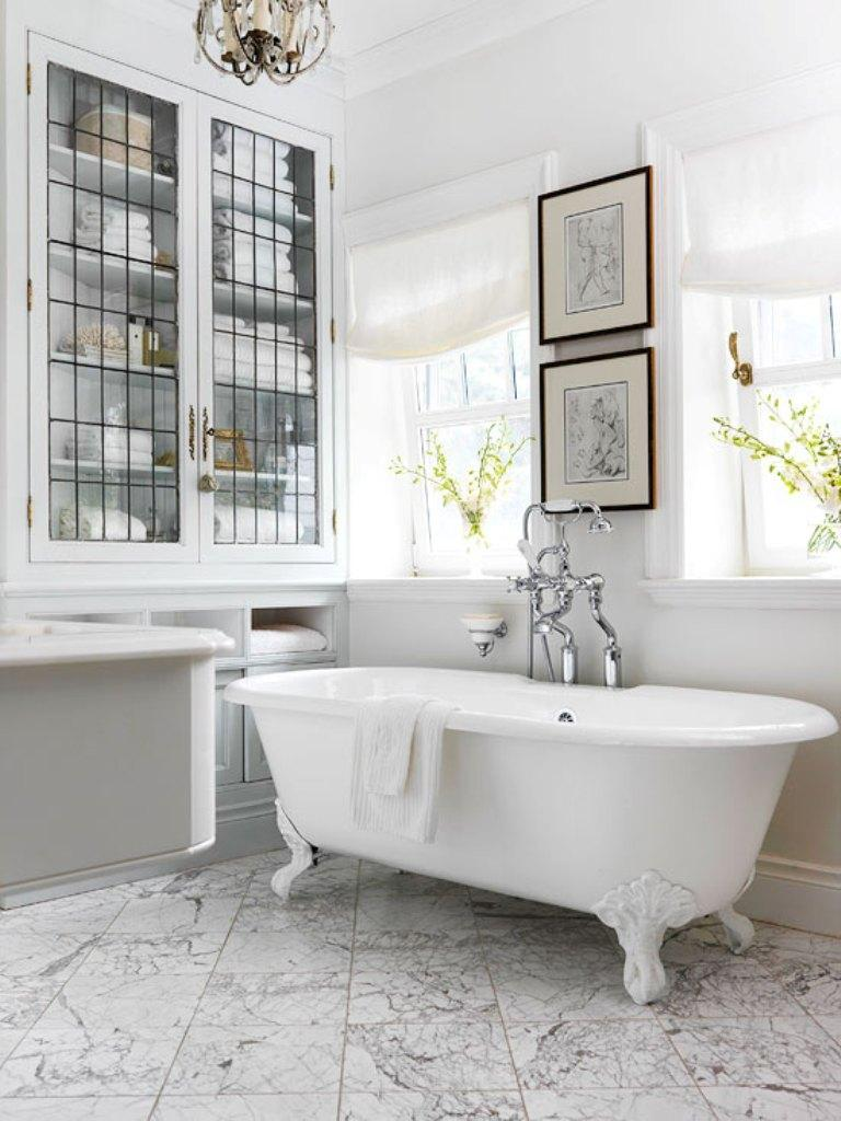15 charming french country bathroom ideas rilane for French country bathroom lighting