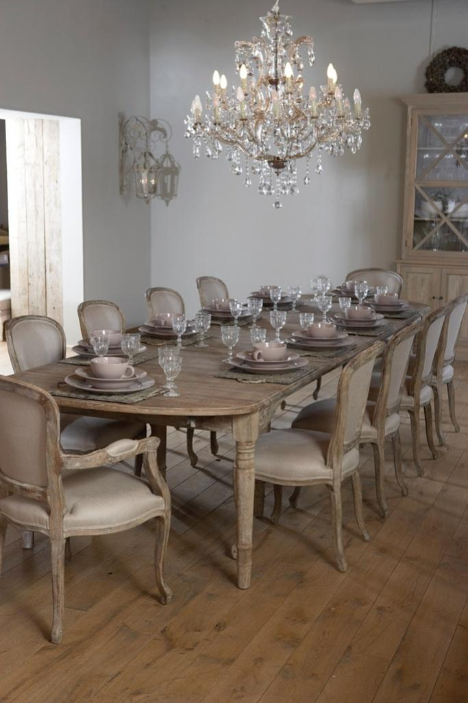 15 classy dining room chandelier ideas rilane for Dining room in french