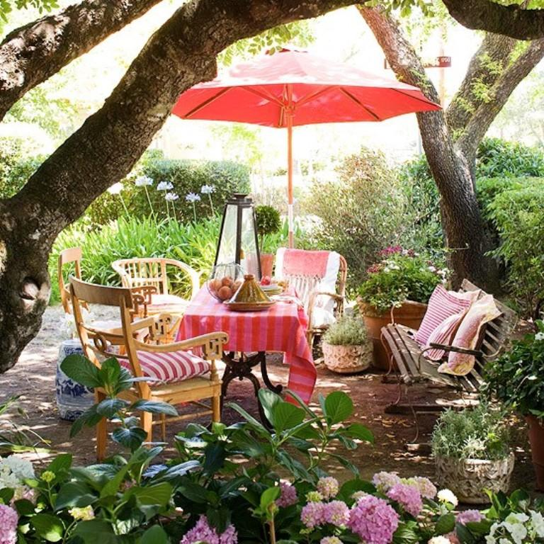 Lively Romantic Patio Design