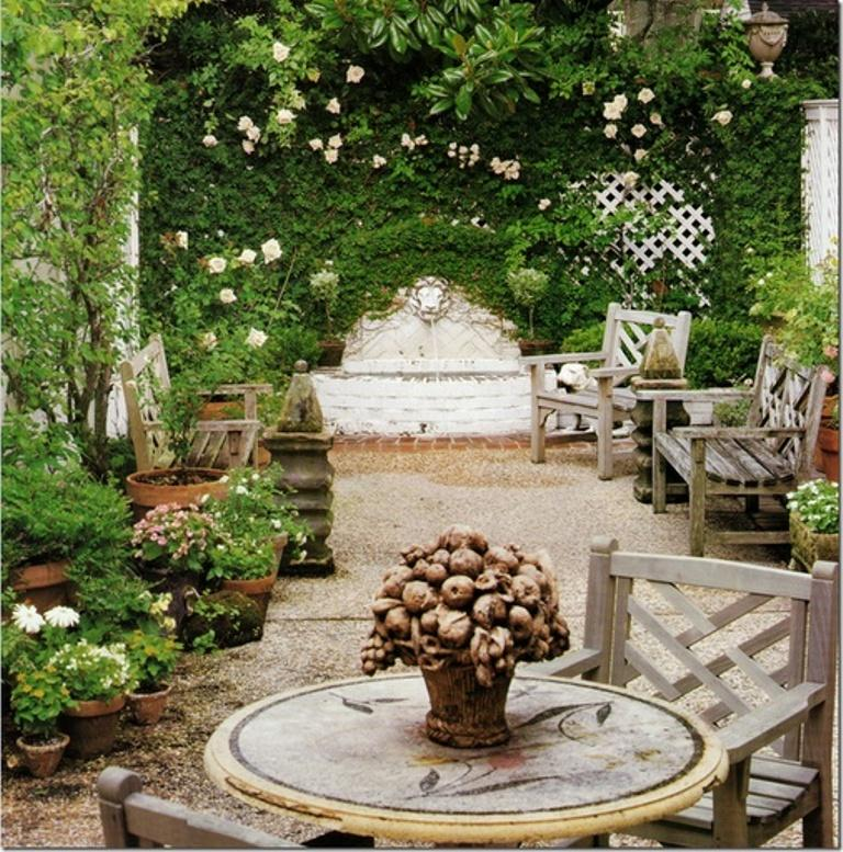 14 romantic backyard patio design ideas rilane for Outside garden design