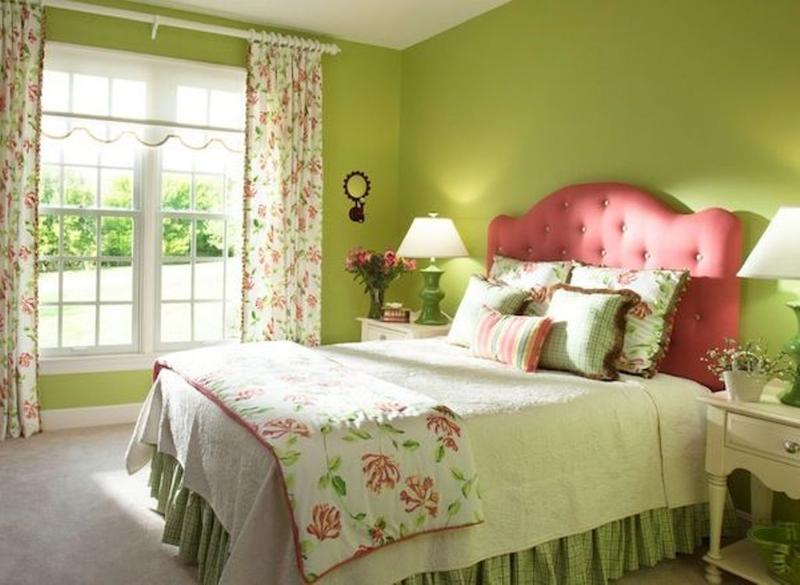 10 Lovely Floral Bedroom Curtain Ideas