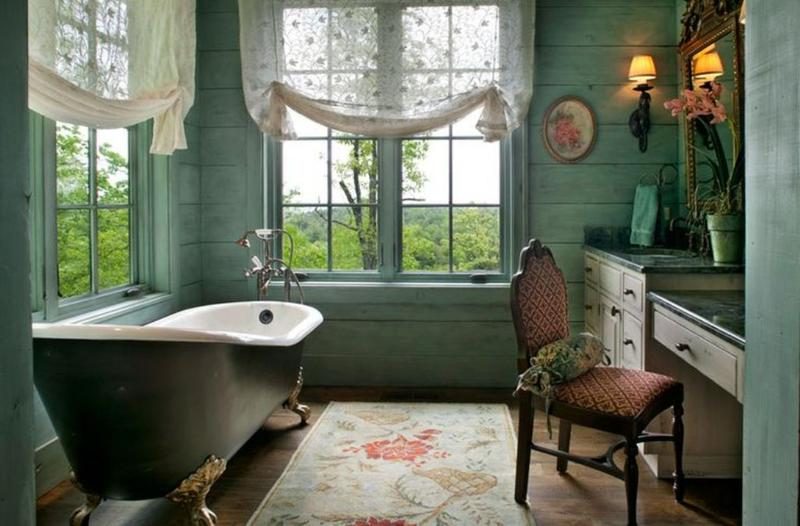 Vintage Bathroom With Antique Clawfoot Bathtub