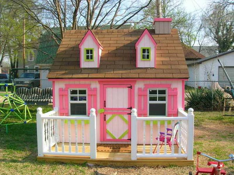 15 amazing outdoor playhouse ideas rilane for Awesome playhouse plans