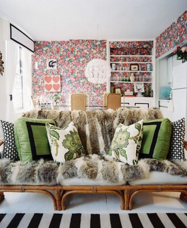 20 inspiring bohemian living room designs rilane for Bright wallpaper for living room