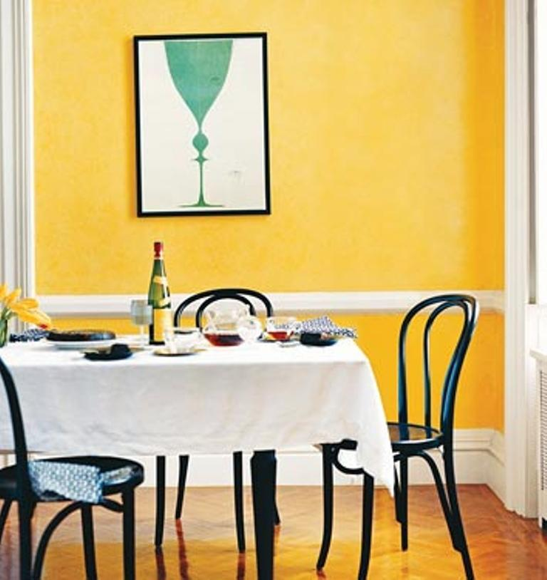 15 breezy yellow dining room designs rilane for Yellow dining room ideas