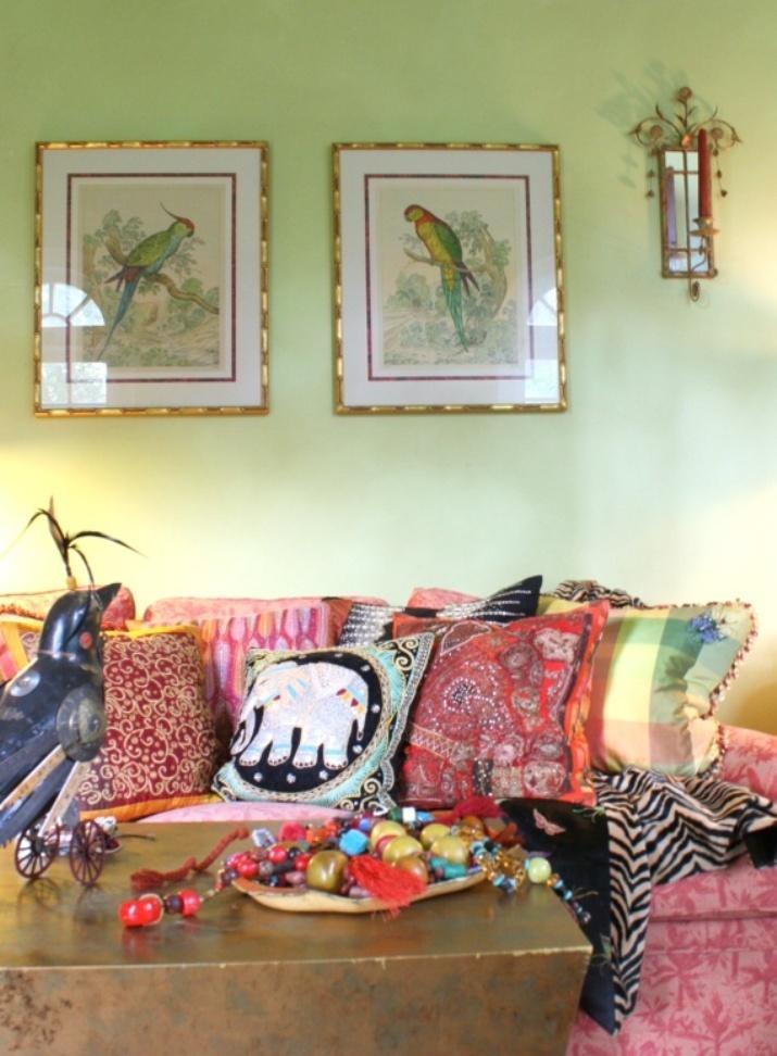 20 inspiring bohemian living room designs rilane for Quirky living room ideas