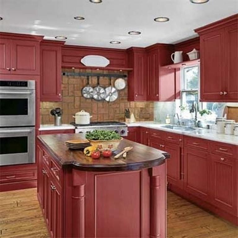 Charmant Traditional Kitchen With Red Hot Cabinets