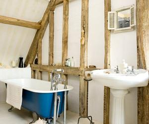 15 Charming Bathroom Designs With Wood Beams