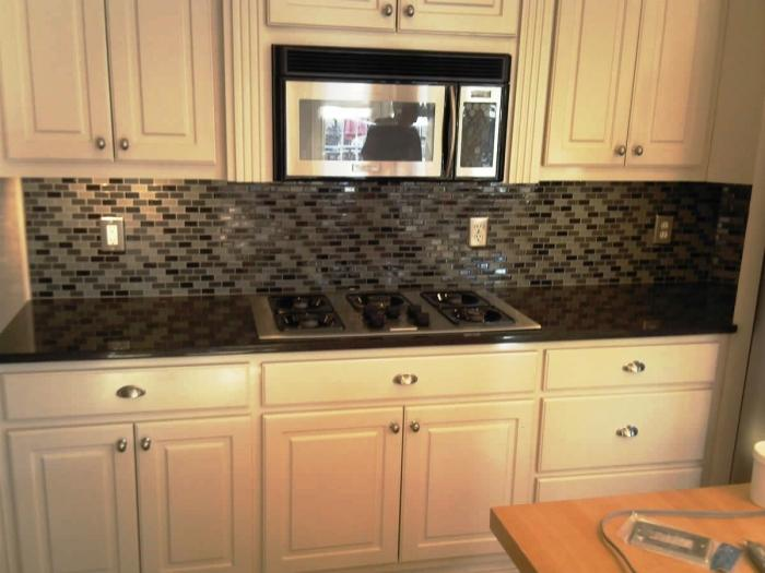 Black Granite Tiled Countertop & 10 Glossy Tiled Kitchen Countertops - Rilane