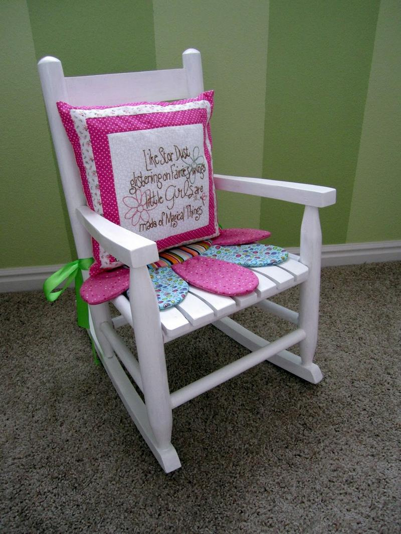10 girly rocking chairs in a cute design rilane for Cute white chair