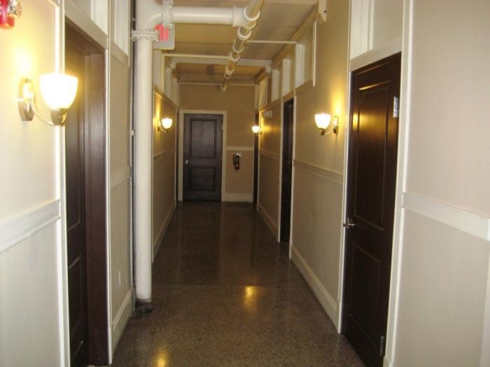 10 hallway lighting design ideas rilane. Black Bedroom Furniture Sets. Home Design Ideas