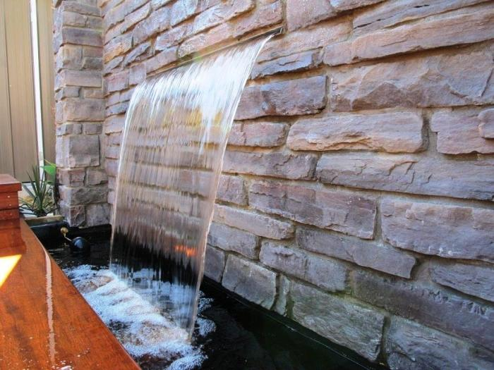 10 stoned water walls for the outdoors rilane for Garden water wall designs