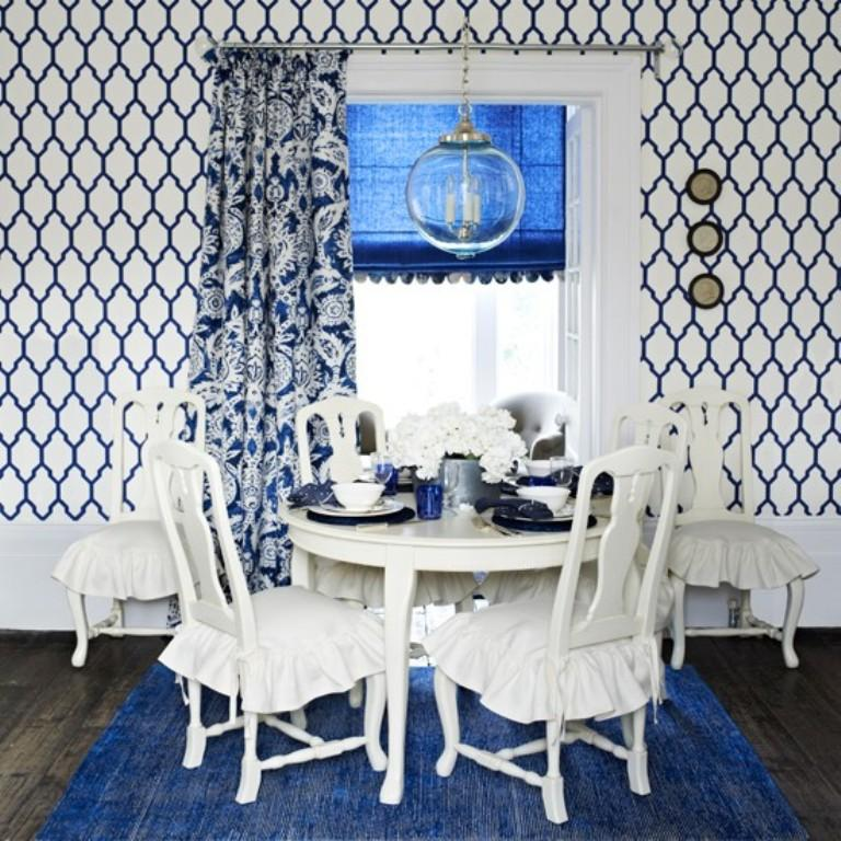 blue-adn-white-dining-room-with-geometric-wallpaper