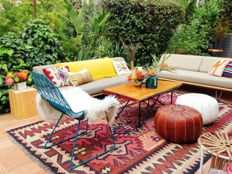 10 whimsical bohemian patio ideas rilane for Boho dekoration
