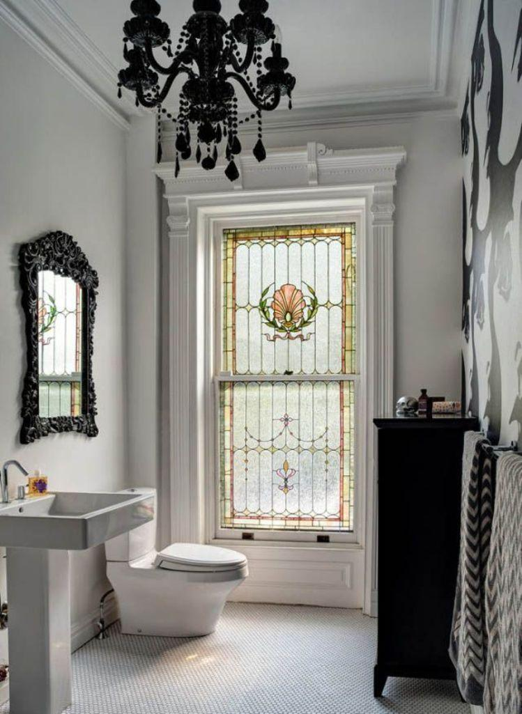 Bold Victorian Bathroom