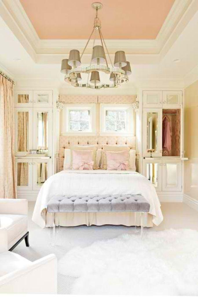 Charmant Elegant Pastel Bedroom