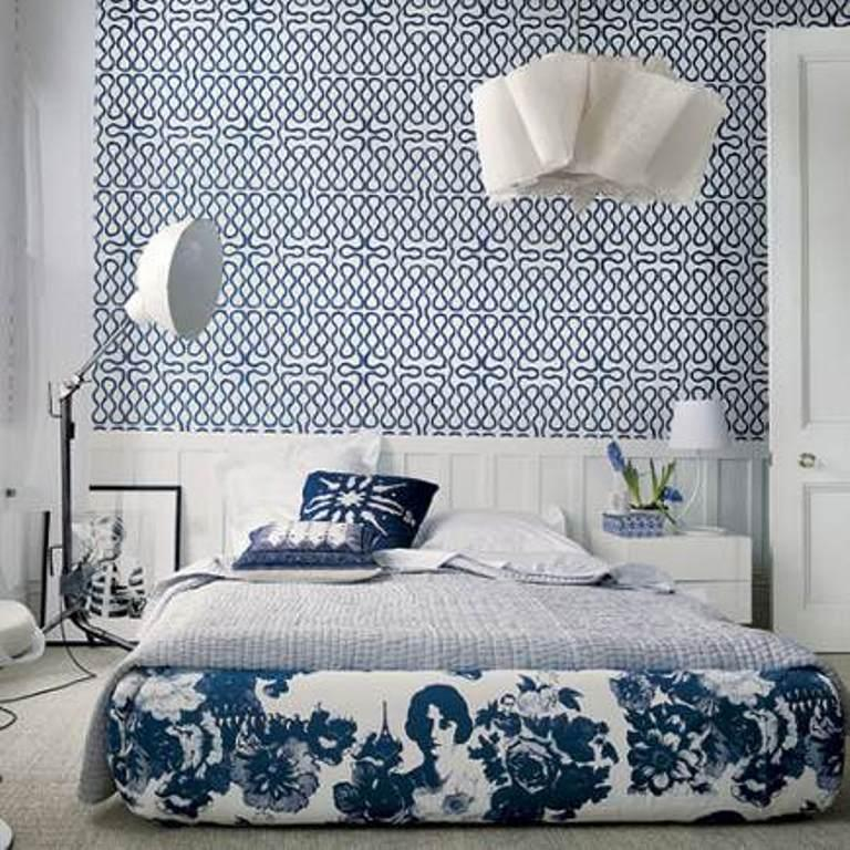 15 captivating bedrooms with geometric wallpaper ideas for Blue and white bedroom wallpaper