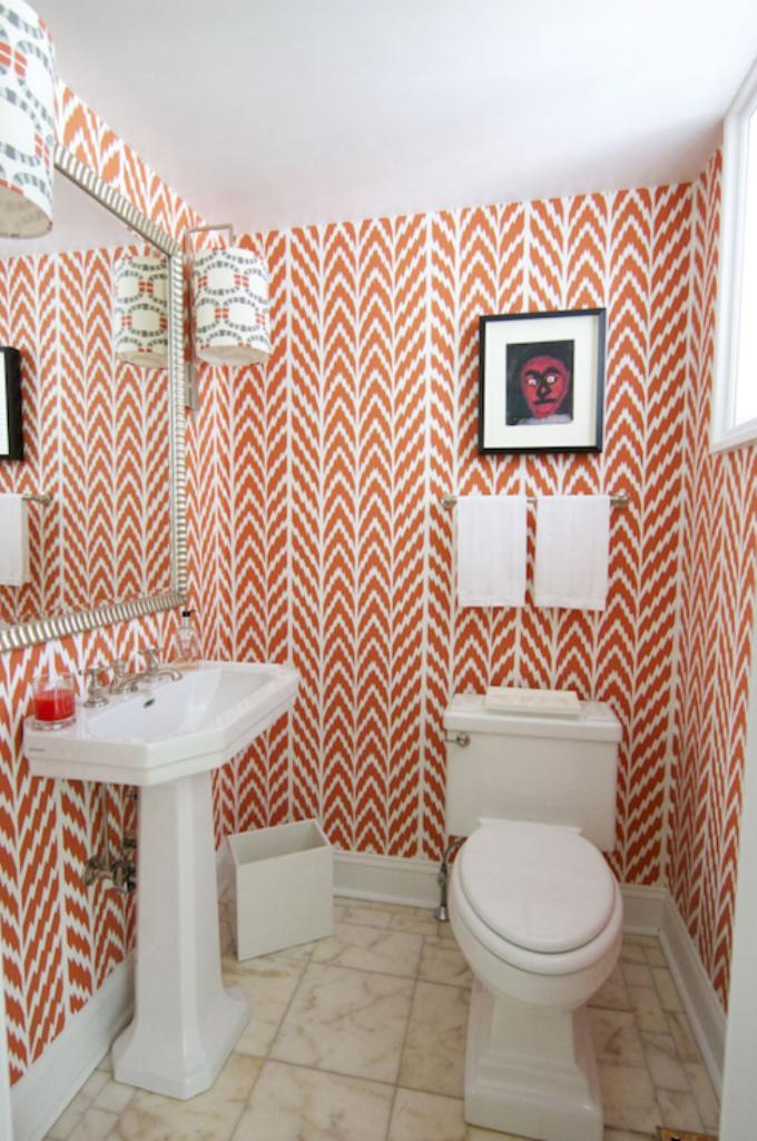 15 visually superb bathrooms with geometric wallpaper rilane for Funky bathroom wallpaper ideas