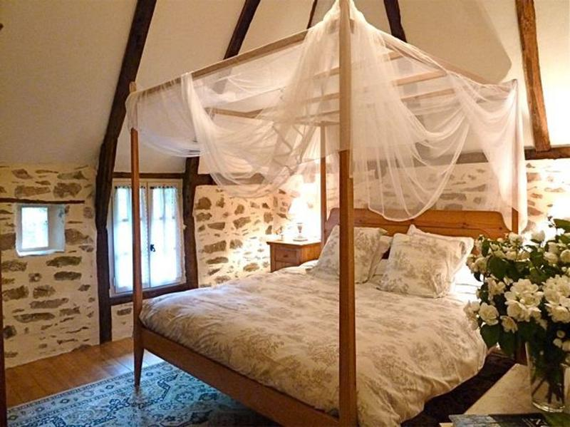 Natural Bedrooms With Stacked Stone Wall Rilane - The natural bedroom