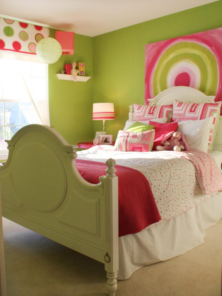 Green bedroom design for girls - Modern Pink And Green Girl S Bedroom
