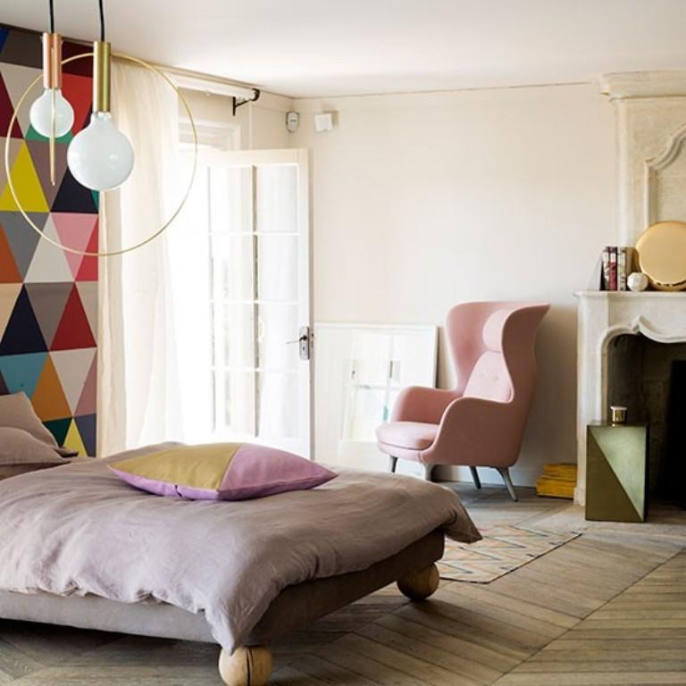 15 captivating bedrooms with geometric wallpaper ideas