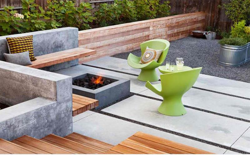 Symmetric Contemporary Backyard Patio