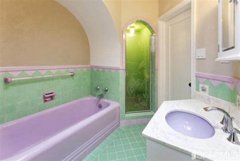 15 bold bathroom designs with unusual color scheme rilane for Green and purple bathroom ideas