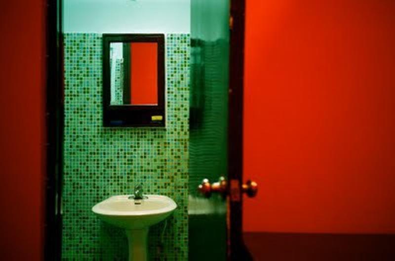 15 Bold Bathroom Designs with Unusual Color Scheme Rilane