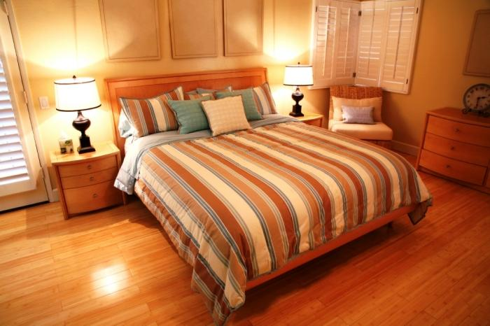 amazing bedroom hardwood floors | 15 Amazing Bedroom Designs with Wood flooring - Rilane