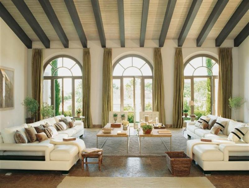 Elegant Living Room With Arch Windows