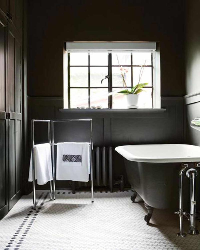20 dramatic bathrooms with black bathtub rilane for Gothic bathroom ideas