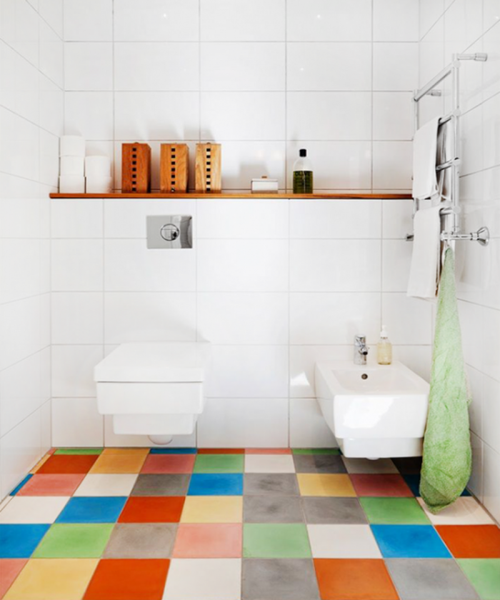 Lovely Bathroom Design With Multi Color Tiles