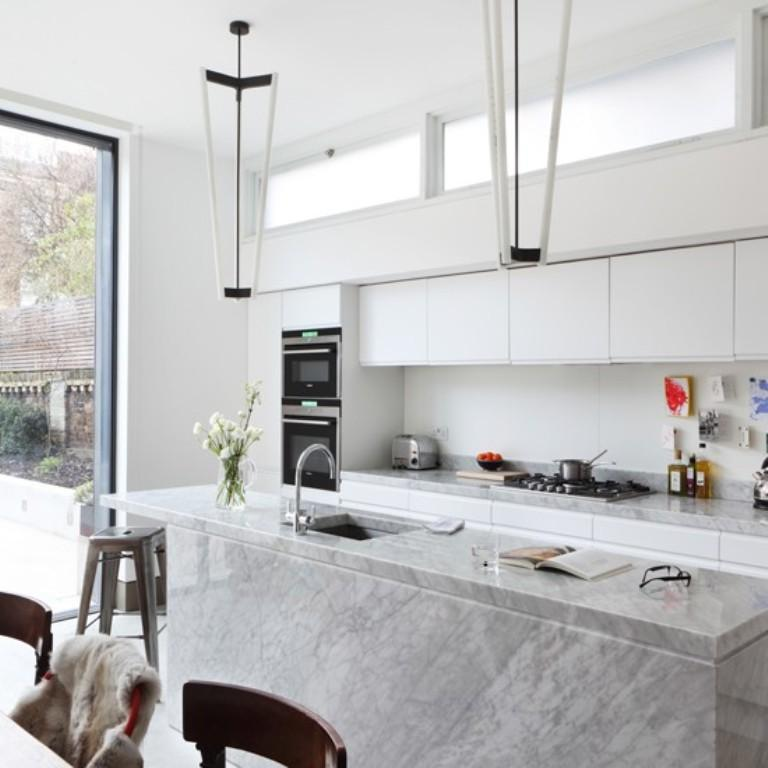 Charmant All White Kitchen With Marble Island