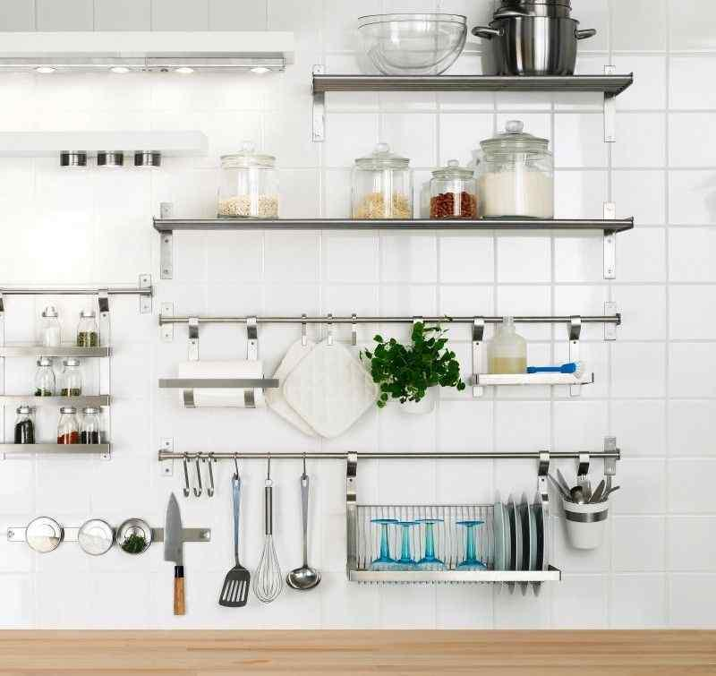 15 dramatic kitchen designs with stainless steel shelves for Kitchen shelves design