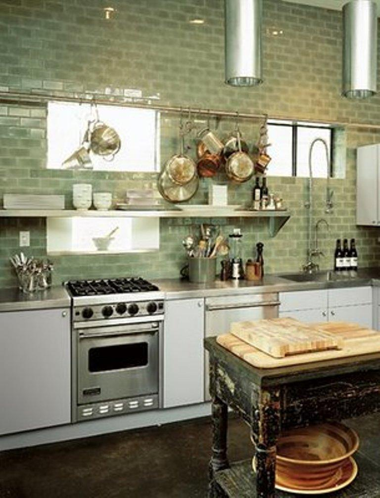 Charmant Cozy Kitchen With Stainless Steel Shelves