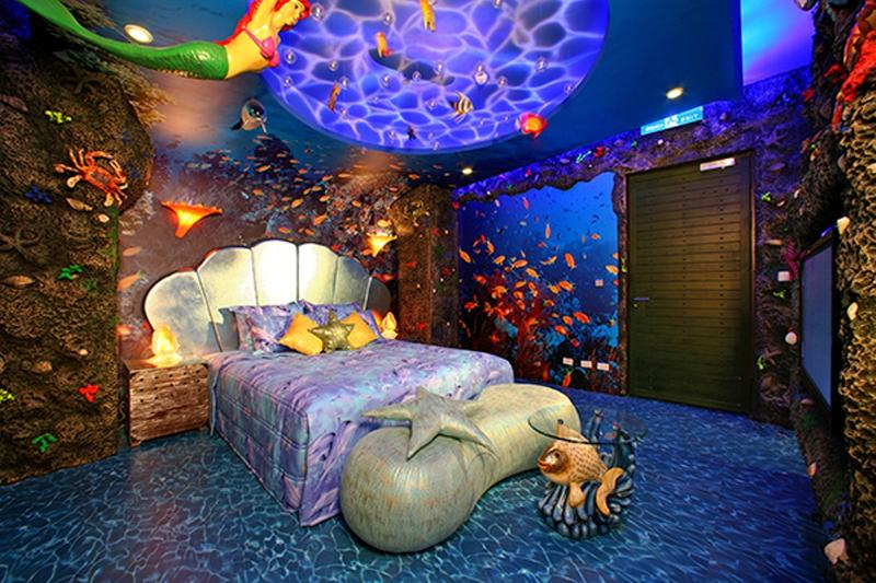 15 dazzling mermaid themed bedroom designs for girls rilane for Under the sea bedroom designs