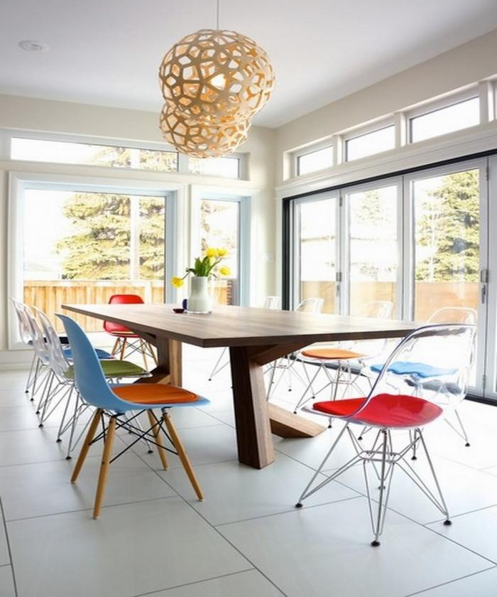 10 splendid dining room settings with eiffel chairs rilane for Chaise salon contemporaine