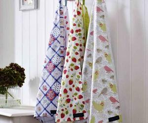 10 Kitchen Towels in Cool Designs