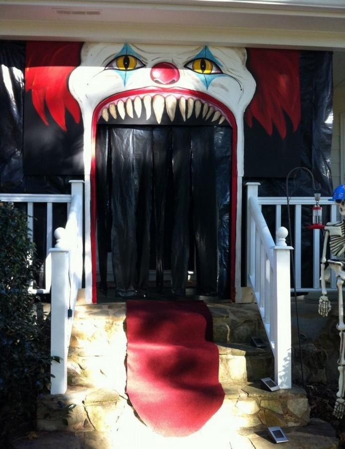 evil clown halloween front porch decor - Halloween Outside Decoration Ideas
