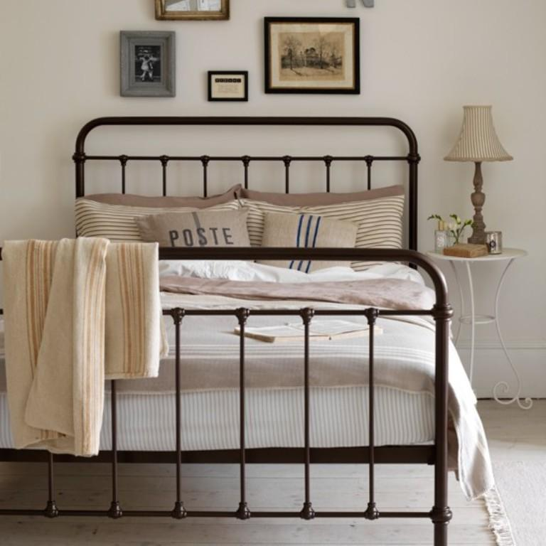 10 Gorgeous Basic Iron Bed Design Ideas For Vintage Charm
